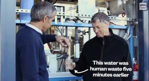 bill Gates bebiendo agua a partir de desechos humanos